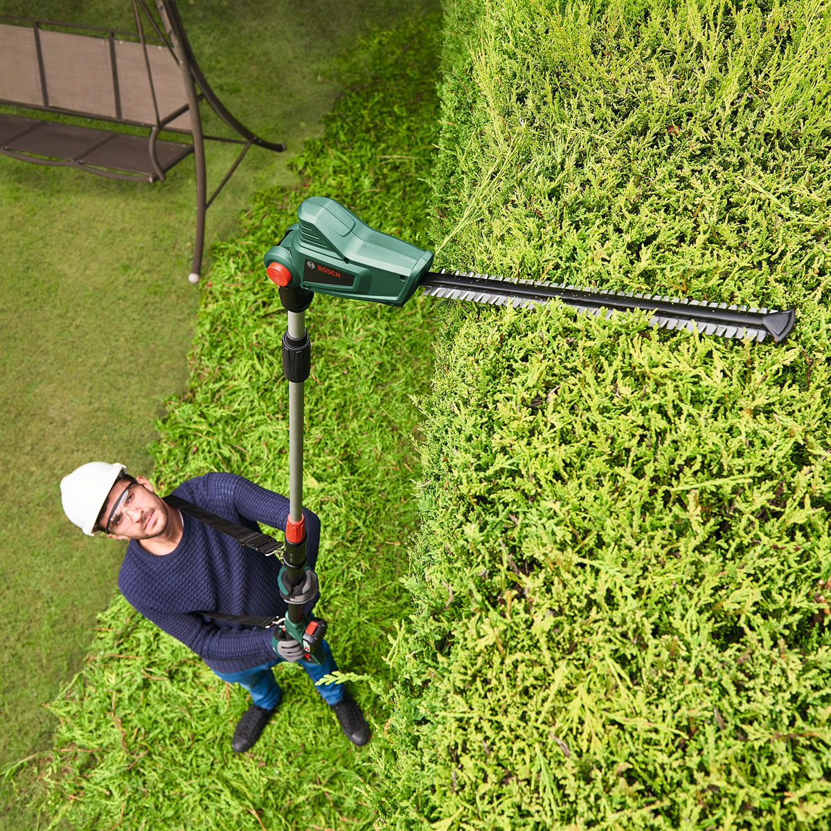 Extra image of Bosch HedgePole 18 Cordless Hedge Trimmer