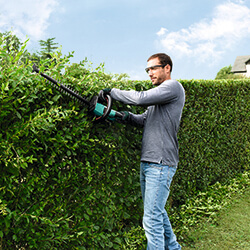 Extra image of Bosch UniversalHedgeCut 18-550 Cordless hedgecutter - 2 Batterues