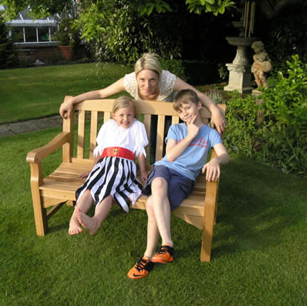 Heritage oak 2 seater garden bench 235 garden4less uk for Gardening 4 less reviews