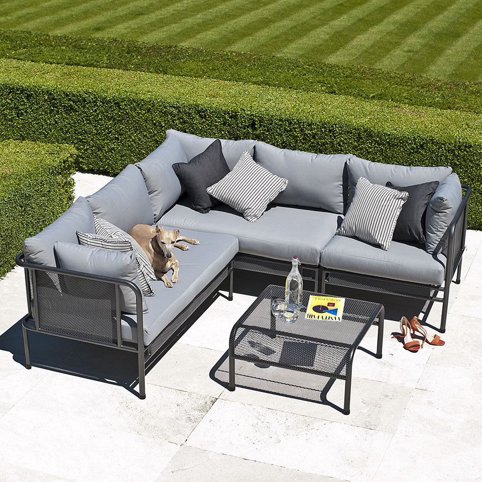 Small corner sofa outdoor for Small outdoor sofa
