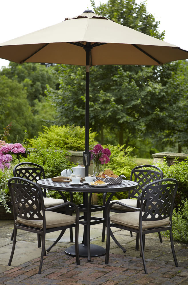 Berkeley cast aluminium 4 seater round garden dining set for Gardening 4 less reviews