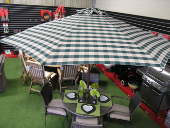 Image of Green Check Hardwood Garden Parasol with Crank - 2.1m