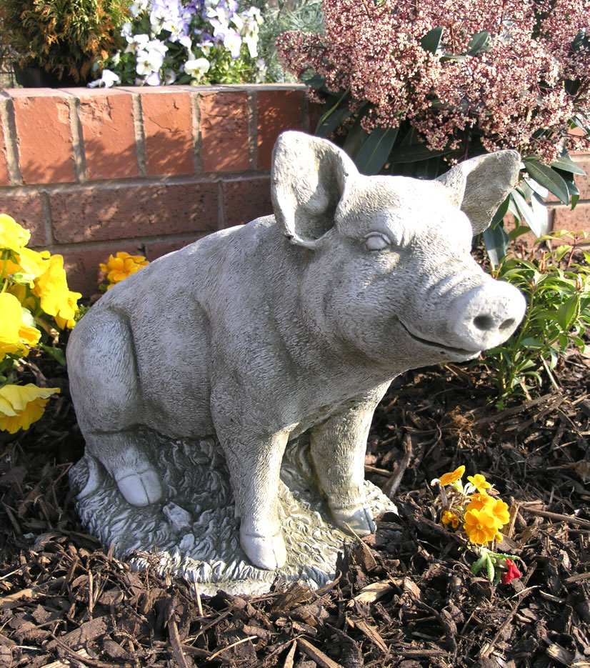 percy the pig stone garden ornament statue an3