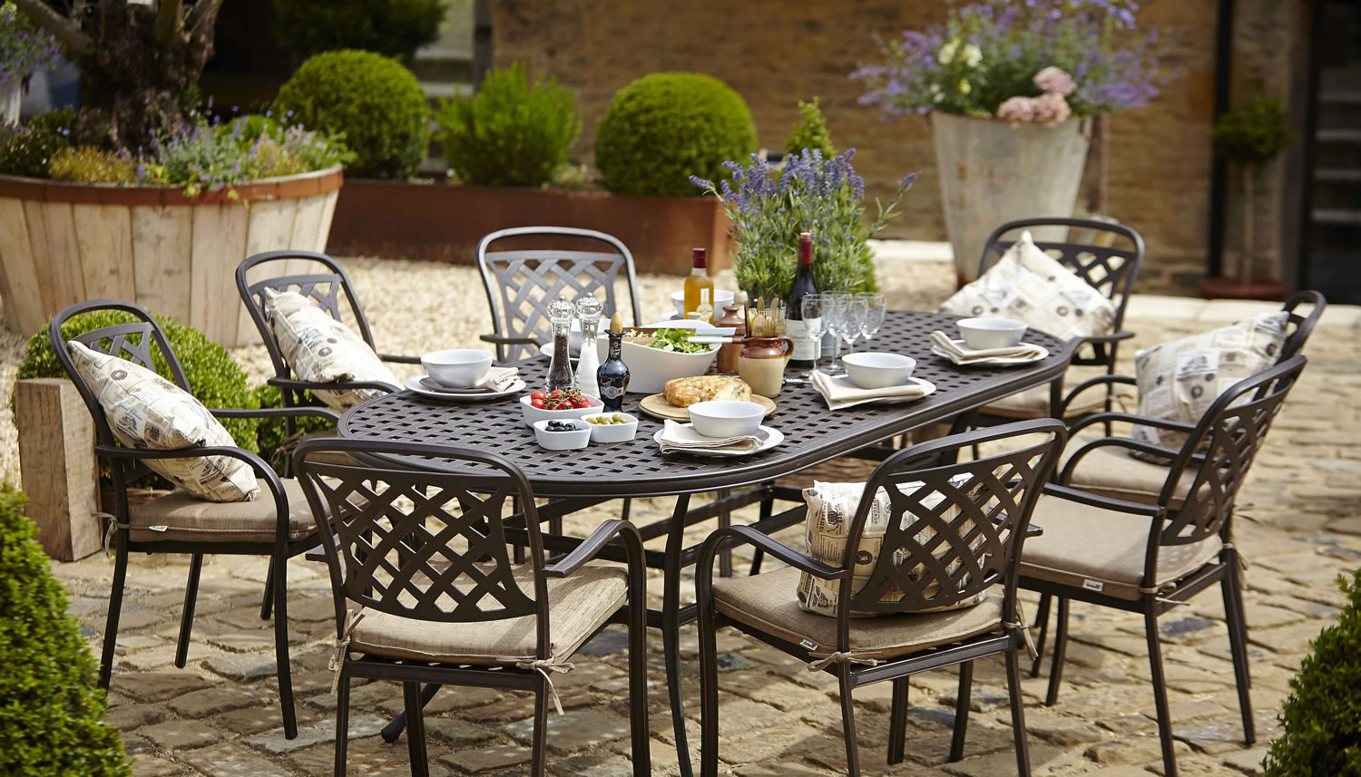 Berkeley cast aluminium oval 8 seater garden dining set for Gardening 4 less reviews