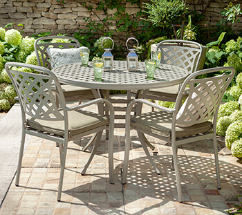 Image of Hartman Berkeley 4 Seat Round Dining Set in Maize / Wheatgrass - NO PARASOL
