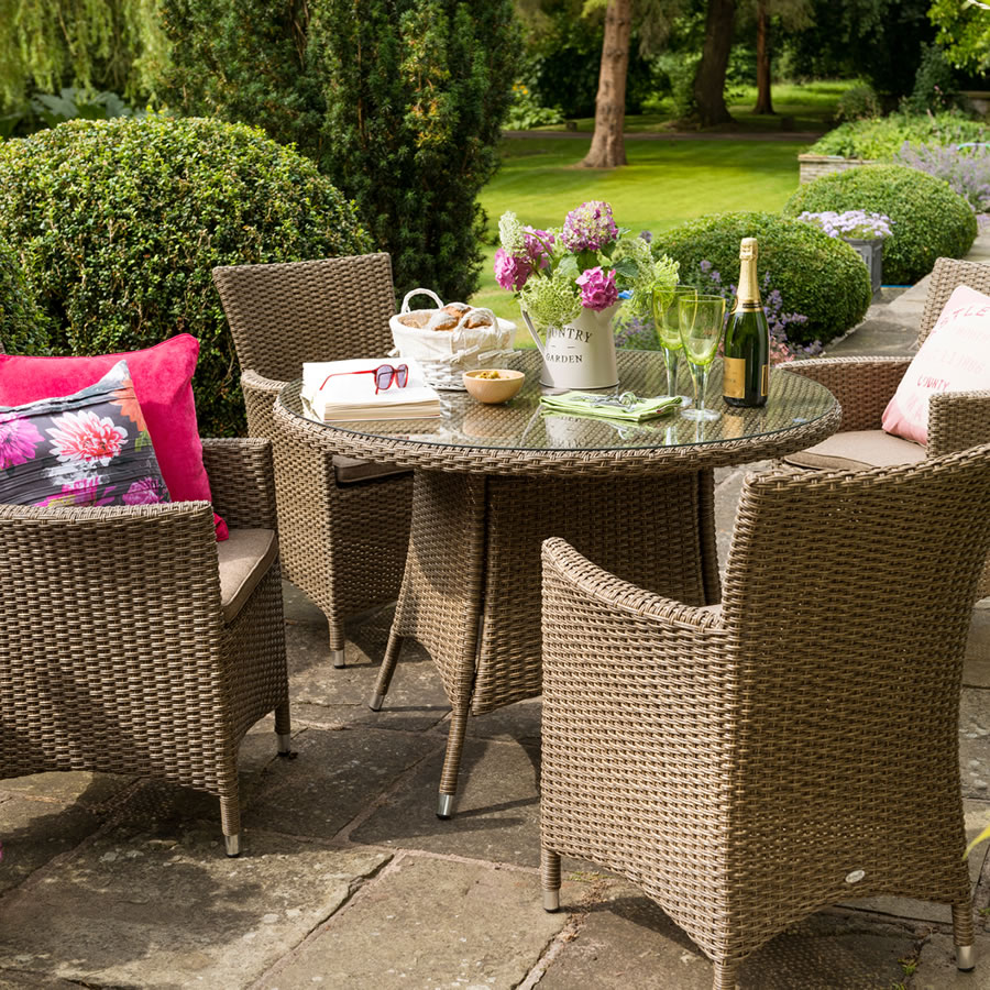 Hartman madison 4 seater round rattan garden dining set for Gardening 4 less reviews