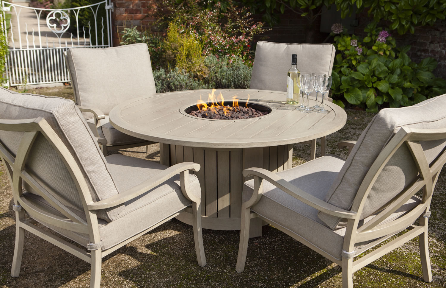 Portland round 4 seater lounge set with fire pit 163 1439