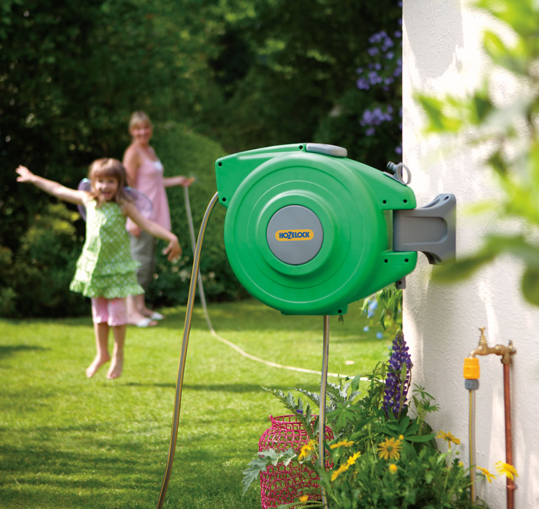 Hozelock auto reel 20m 2490 garden4less uk shop for Gardening 4 less reviews