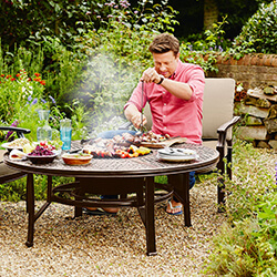 Extra image of 2018 Jamie Oliver Classic 4 Seater Fire Pit Set - Bronze/Biscuit