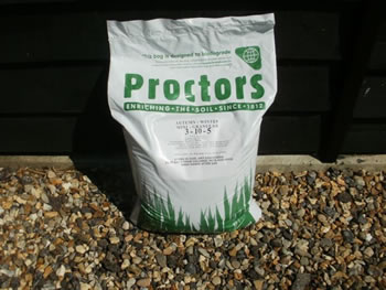 Image of 20kg Sack of Proctors Autumn and Winter Lawn Feed - Covers 571 sqm