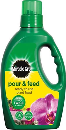 Image of Miracle-Gro Pour & Feed 3 Litres Liquid Plant Food