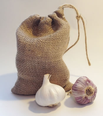 Image of 3 Small Hessian Drawstring Garlic Bag Sacks 14 x 20cm: keep bulbs fresher longer