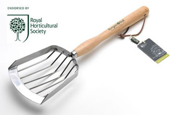 Image of Burgon & Ball Potato Harvesting Scoop Grate: Dig Potatoes Quickly and Cleanly