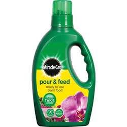 Small Image of Miracle-Gro Pour & Feed 3 Litres Liquid Plant Food