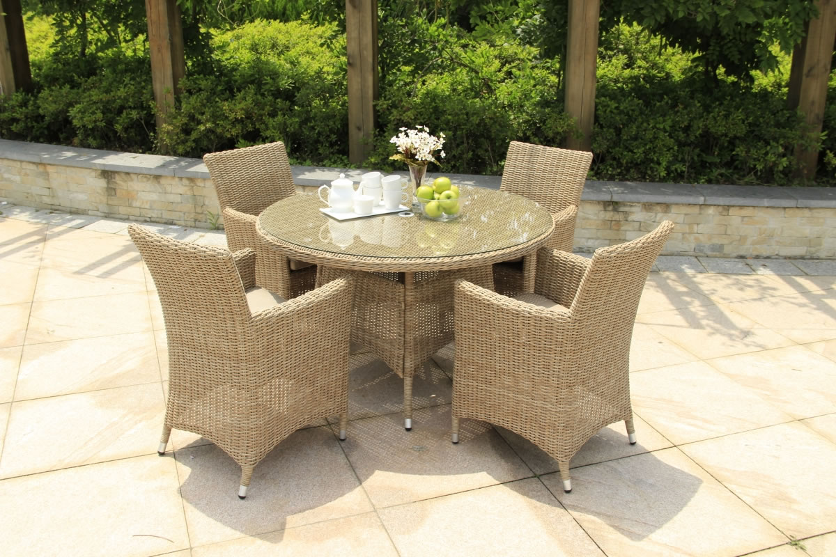 Four seater outdoor table set marco phillippe sicilia for Outdoor furniture 4 seater