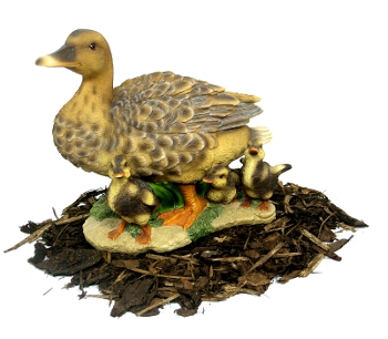 Duck with Ducklings - Duck Family Resin Garden Ornament - Spin Image